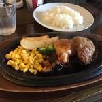 パフェ屋そらり - ランチセット  ハンバーグ、有田鶏のステーキ。 2種類楽しめました (*´ڡ`●)