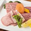 焼肉おくう - 料理写真:希少なザブトン、いちぼ、トモサンを堪能『特選和牛三種盛皿』