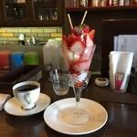 パフェ屋そらり - お昼ごはん  いちごづくしパフェ。 バニラアイスもおいしく頂きました (*´ڡ`●)