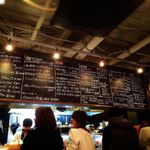 ワイン食堂 根 - メニューは黒板にすべて書いてあります。