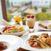 ブッフェレストラン「ブリッジ」 - 料理写真:明るい店内でゆったりと