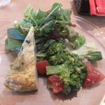 オステリア レガーロ - シェフのきまぐれ ちょこっと前菜とミニサラダ~ブロッコリーとトマトのマリネ・しらすと三つ葉のフリッタータ
