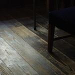 カフェギャラリーコンバーション - 床(ゆか)
