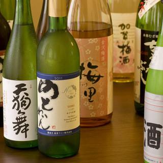 石川の地酒や季節限定酒が豊富に揃う