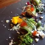 36513669 - 前菜 オイルバスオマール海老移りゆく新緑の葉とズッキーニのカネロニ 色彩豊かに散らした野草のエッセンス ジャン・デュ・ジャルダン