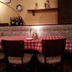 チロル - テーブル席