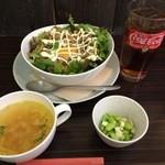 MANMA - ある日のAランチ(とりひき肉のバジル炒め丼)864円
