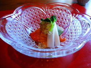 京 翠嵐 - 先付け 季節の貝と山菜 粒マスタードのジュレ 様々な食感と苦みのコントラスト