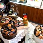 36517173 - 洋菓子まで販売!!(^◇^)