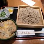 御鷹茶屋 - ざる蕎麦大盛にミニ親子丼を付けた、十割蕎麦&ミニ丼のセットのお得な定食1080円
