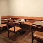 SOBO - テーブル席。
