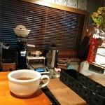 カフェ プリモ パッソ - 落ち着く店内です(*^-^*)