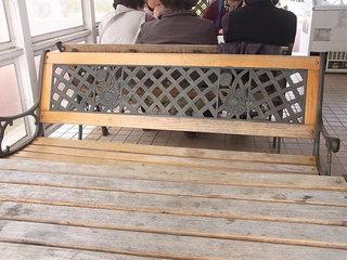 花とみどりの休憩所 - 屋根付きテラスにテーブルが2卓 店内にカウンター4~5席?