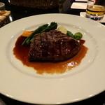 36525967 - 仏産 牛ロースのグリエ 軽いフュメ 小さな野菜たちと(メインディッシュ@ミニディナー)