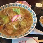 シャレード - ちゃんぽん(600円)  中細麺の和風ちゃんぽん。