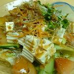 海鮮居酒屋 天秤棒 - ジャコ豆腐サラダ