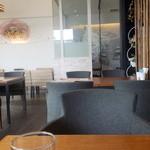 36550784 - モダンな感じの店内。椅子も座り易いです。ただこのテーブルも含めて死角になるテーブルが2、3席は・・・