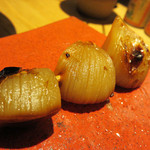博多トク・トク 焼鳥いっせい - ニンニクの煮込み串。 焼鳥屋さんにある素焼と違って、甘醤油味でもっちりしてます。