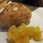 博多トク・トク 焼鳥いっせい - 焼きおにぎり。ちょっと豪華なものではウニのせ焼きおにぎりもありますよ。