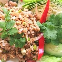 ティーヌン - 鶏挽き肉のスパイシーハーブ和え