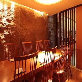 接待に最適な落ち着いた雰囲気の完全個室のお席ございます。