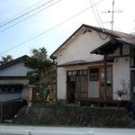 Chaie - 川の側の普通の民家。それが「茶家」でした。