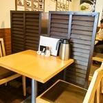 うどん上々 - テーブル席