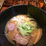 36569530 - こくまろ(太麺) 醤油とんこつ 700円