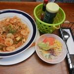 レストラン 三海 - シーフードスパゲティ(サラダ付き)