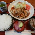 レストラン 三海 - ポーク生姜焼き定食(ご飯大盛り)