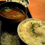 toukyousakebaruambai - しらすご飯と赤だし
