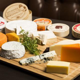 今月のチーズもお楽しみください!!