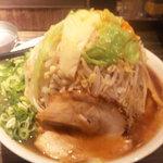 道頓堀ラーメン豪竜 - 野菜メガ盛り!やばすぎる位の高さ(笑)