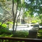 伊予路 - 庭園が綺麗に見えます