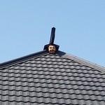 めん房にし富 - 屋根の上には変な物が…(^^;)