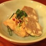 浪曼房 - お通し (チーズ入りソーセージ と ポテトのマヨネーズ和え) (2015/03)
