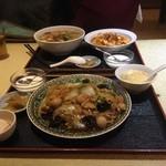 36581960 - 700円ランチ 五目あんかけ焼きそば  向こうは、広東麺と麻婆豆腐のセット 当然700円
