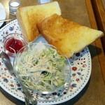 カネコ - モーニングセット490円のバタートースト、サラダ、ジャム