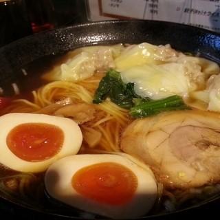 梅吉 - 料理写真:ワンタンメン大盛り+味玉 2015.4