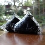 おにぎり 川井亭 - 料理写真:手焼き紅鮭(175円)と明太子(165円)