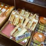 杜のパン工房 - 味わいとんかつサンド(270円)