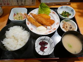 食彩 よしもと - 日替わり(海老フライと白身フライ)