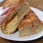 36587592 - クリームパンときなこパンの断面