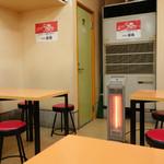 アロチ珉明 - 2014年2月 スッキリきれいな店内。