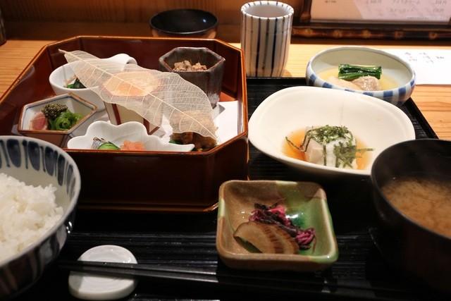 日本料理 きた山 横浜店 - きた山御膳 1380円。