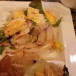 アジアンタワン - 目玉焼き入りサラダ
