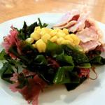 アフレンツァ - スモークサーモンのマヨネーズ和え、海藻サラダ