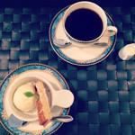 カフェバール poco a poco - フレンチドリップコーヒーとアイスクリーム