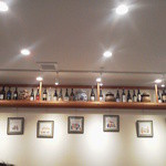36593195 - 素敵なワインボトルが並ぶ