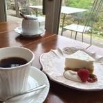 イージータイム - オーガニック珈琲 450円とチーズケーキ!
